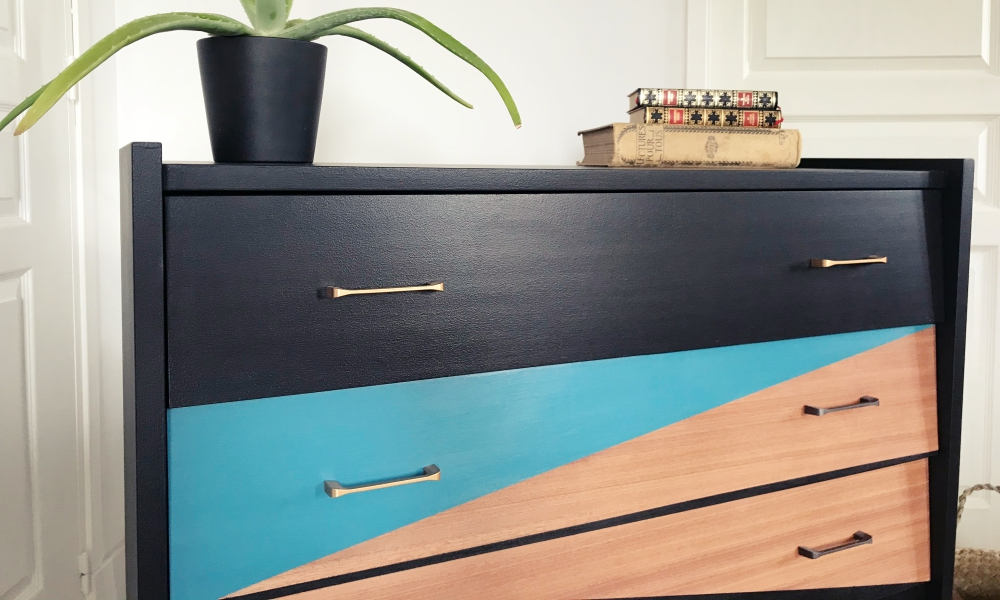 Commode 4 tiroirs, design grahique - KindofWood meubles relooké, upcycling